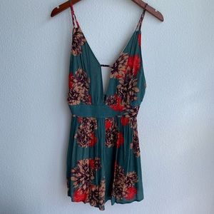 NWT Audrey 3+1 | Backless Floral Romper | Large